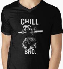 Camiseta para hombre de cuello en v Sloth. Chill Bro