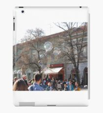 bubble maker entertaining kids on the street iPad Case/Skin