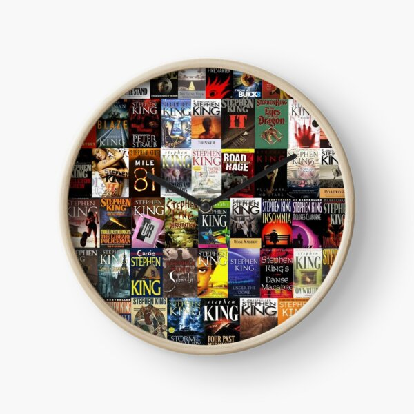 Collage de livres de Stephen King Horloge