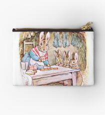 Peter Rabbit und Benjamin Bunny in Mrs Rabbit's Laden Studio Clutch