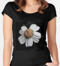 Daisy Women's Fitted Scoop T-Shirt