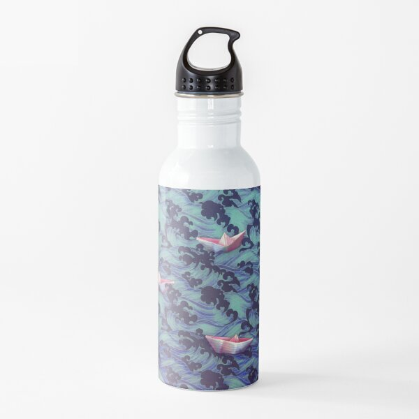 Olas japonesas y barcos de papel. Botella de agua