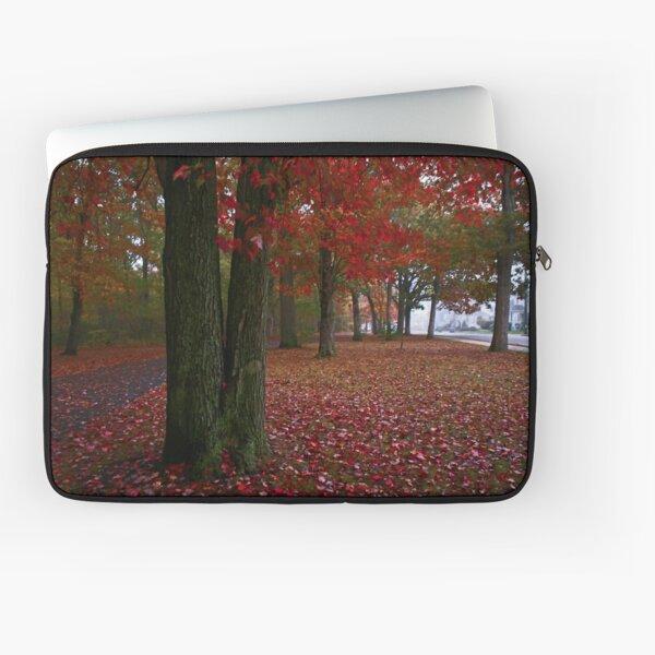 Le rouge devient votre feuillage d'automne! Housse d'ordinateur