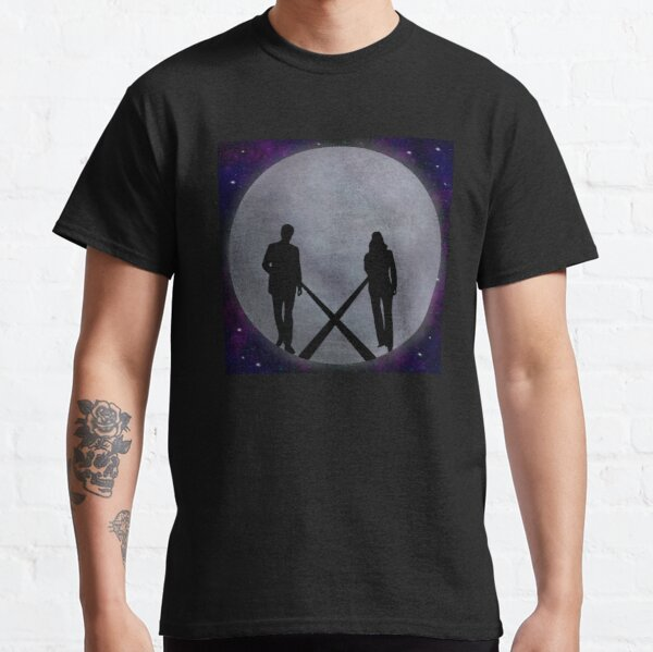 Mulder and Scully silhouette moon Classic T-Shirt