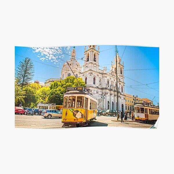 Tramway de Lisbonne nostalgique sur la rue de la ville de la vieille Europe Poster