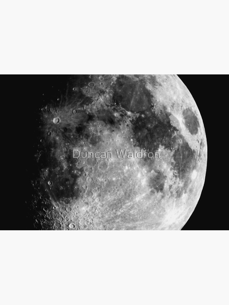 Gibbous Moon by DuncanW