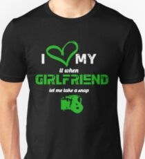 I LOVE MY GIRLFRIEND WHEN SHE LET ME TAKE A SNAP Slim Fit T-Shirt