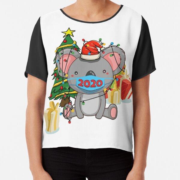 Lindo koala atrapado en luces navideñas con regalos Blusa