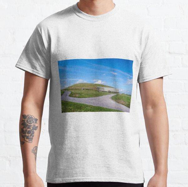 Newgrange , Co Meath. Classic T-Shirt