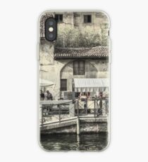 Straßenleben entlang des Naviglio Grande iPhone-Hülle & Cover