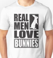Real men love bunnies! T-Shirt