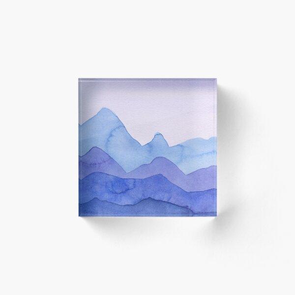 Berge in Blau, Violett Acrylblock