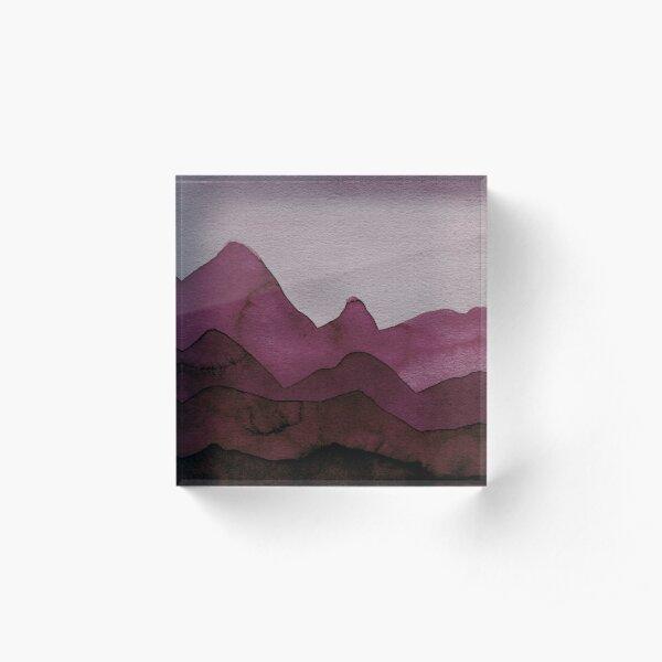 Berge in Bordeaux, Magenta, Lila, Violett, Rot, Schwarz, Grau Acrylblock