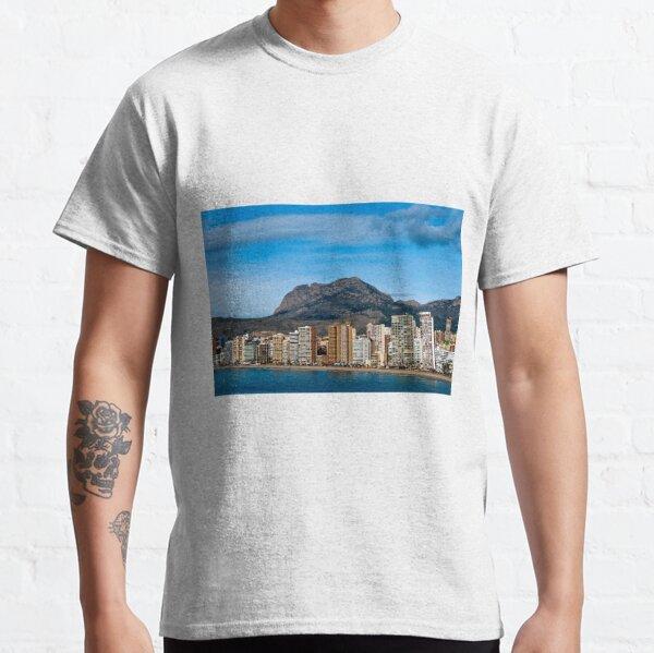 La playa de Levante de Benidorm Costa Blanca España Camiseta clásica