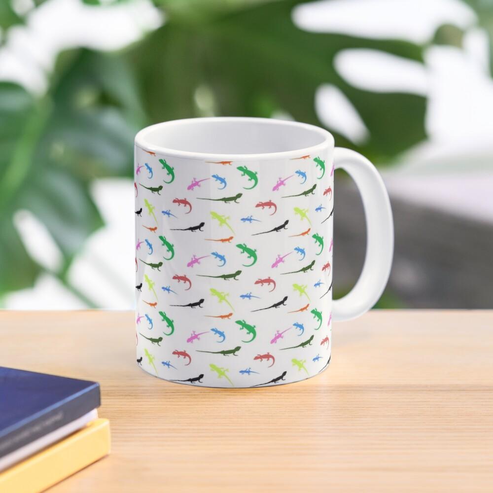Repeating colorful lizards Mug