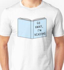 Camiseta ajustada Vete, estoy leyendo