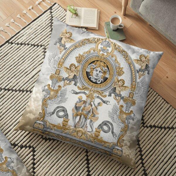 Concept baroque Art nouveau avec tête de méduse / couleur or-gris / fond de nuage Coussin de sol