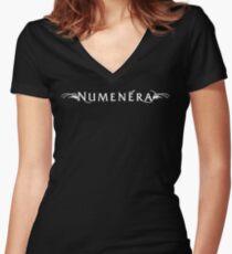 Weißes Numenera Logo-Frauen Tailliertes Rundhalsausschnitt, mit V-Ausschnitt, und entspannte Passform Shirt mit V-Ausschnitt