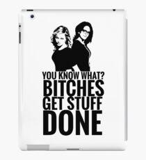 "Amy Poehler & Tina Fey - ""Bitches Get Stuff Done"" iPad Case/Skin"