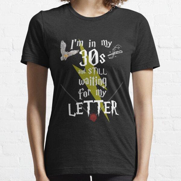 Dans ma trentaine en attente de magie - Texte blanc T-shirt essentiel