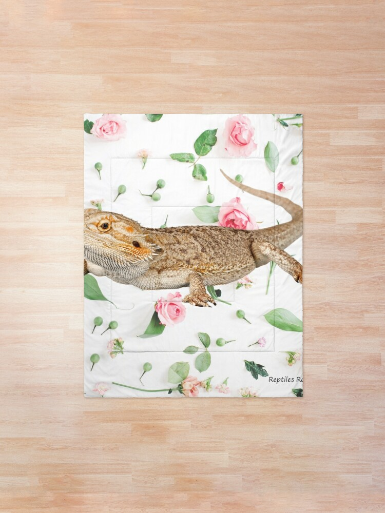 Alternate view of Bearded Dragon On A Carnation Background Comforter