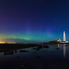 Northern lights at the lighthouse by Angi Wallace