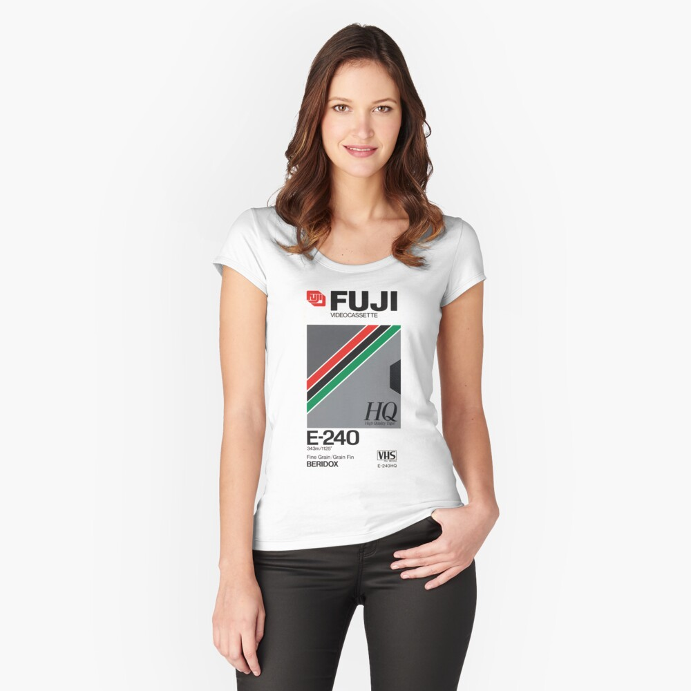Retro VHS tape vaporwave aesthetic Camiseta entallada de cuello ancho