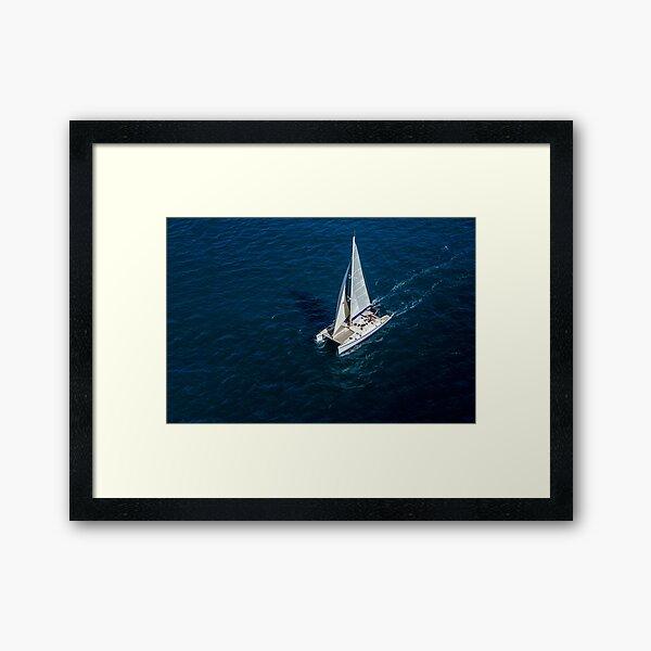 Catamaran naviguant Impression encadrée