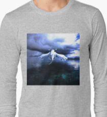 Lugia accros the sea T-Shirt