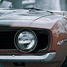 Roter Dämon 1969 Chevy Camaro SS: Scheinwerfer-Detail von Christopher Boscia