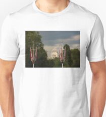 British Symbols and Landmarks - Exploring London on a Cloudy Day T-Shirt