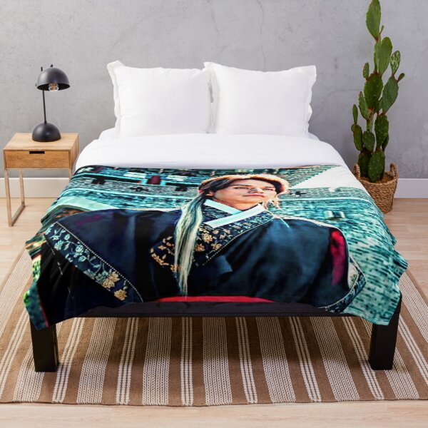 Lee Yeon Throw Blanket
