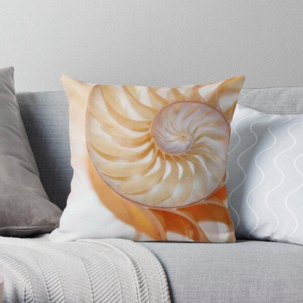 Nautilus shell fibonacci fond de ratio d'or Coussin