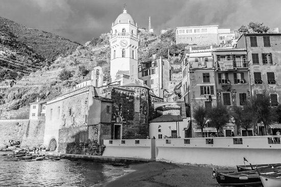 Vernazza in Black and White by dariobrozzi