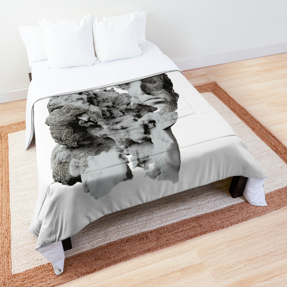 FACE IN CLOUDS Comforter