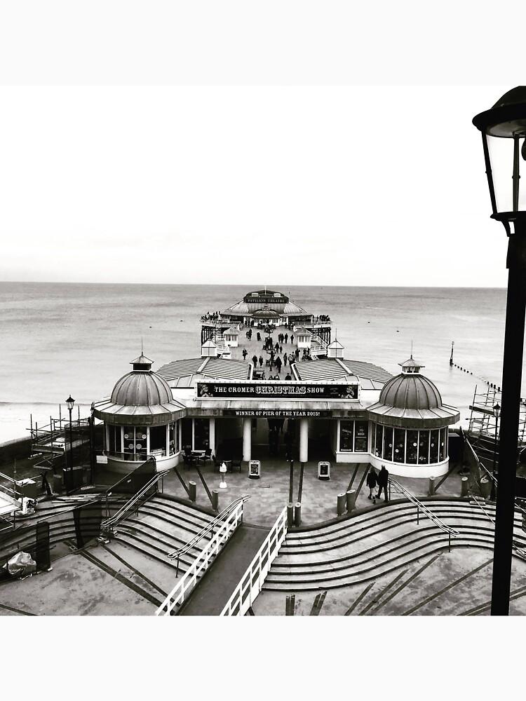 Cromer Pier by robsteadman
