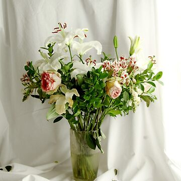 flowers in a vase by p-insolito