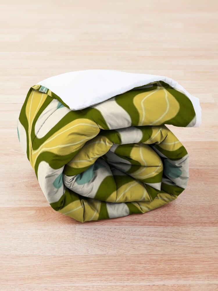 Alternate view of Retro groovy floral vintage 70s pattern Comforter