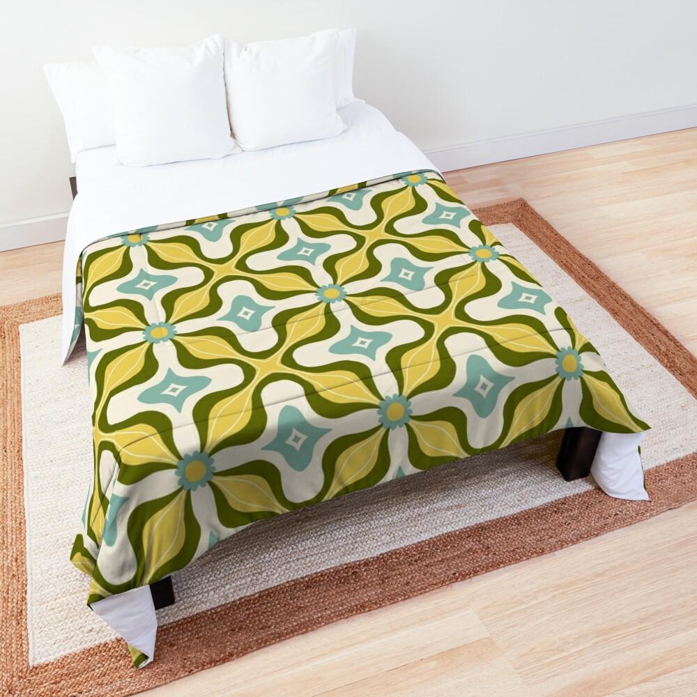Retro groovy floral vintage 70s pattern Comforter