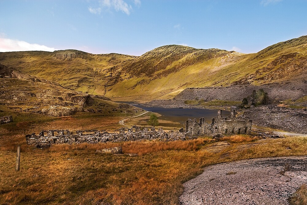 Old barracks and Llyn Cwnmorthin by eddiej