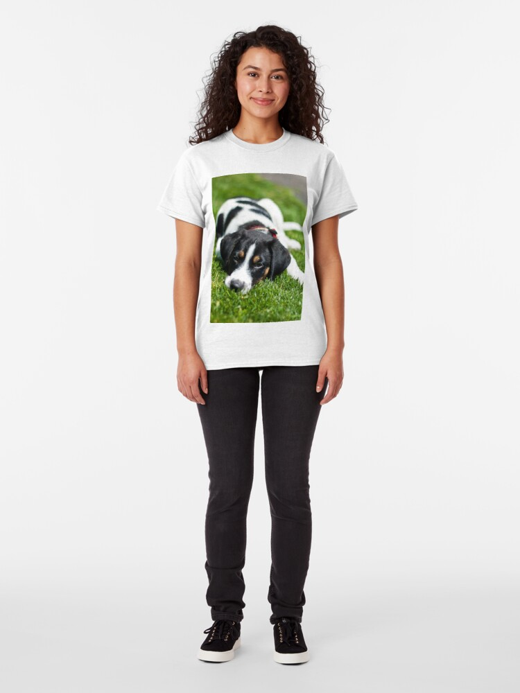 Alternate view of Puppy in the grass Classic T-Shirt