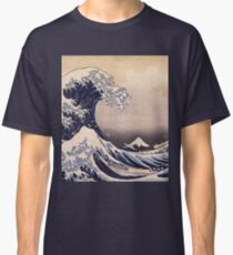 Katsushika Hokusai - The Great Wave Off the Coast of Kanagawa 19th century . Japanese Seascape Classic T-Shirt