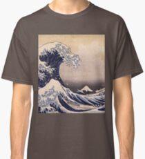 Katsushika Hokusai - The Great Wave Off the Coast of Kanagawa 19th century . Japanese Seascape Classic T-Shirt