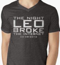 the night leo broke the internet Men's V-Neck T-Shirt