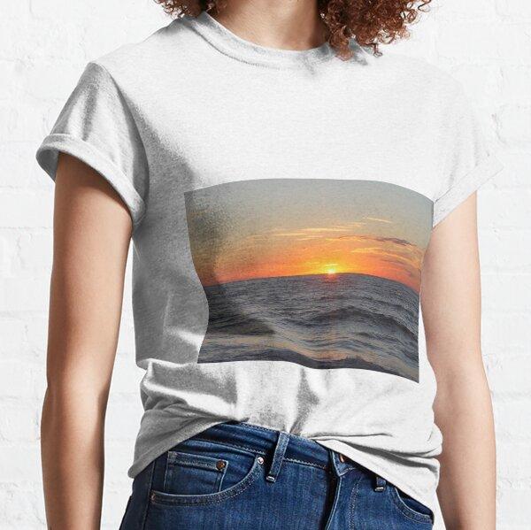Horizon: Sun and Ocean Classic T-Shirt