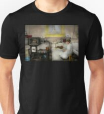 Kitchen - How I bake bread 1923 Unisex T-Shirt