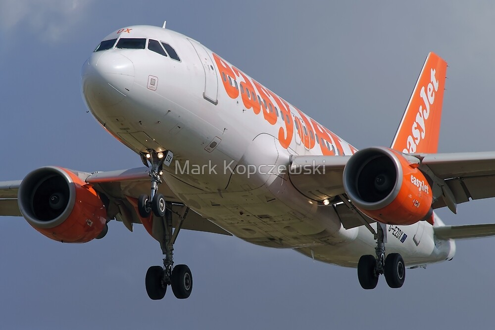 easyJet G-EZDX Airbus 319-111 by Pirate77