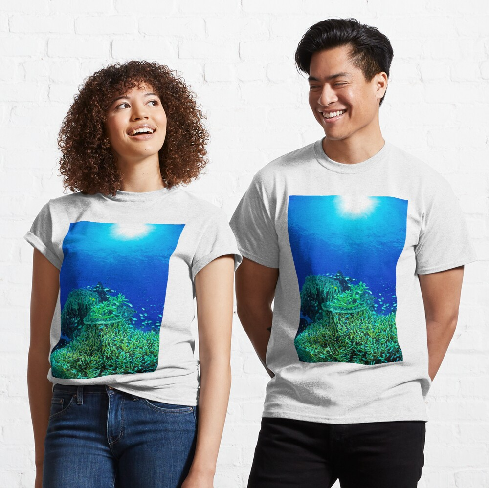 Coral reef scene Classic T-Shirt