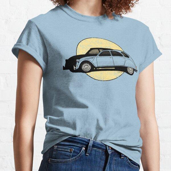 Dessin à la main de l'utilitaire classique T-shirt classique