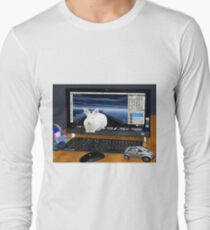 ❤‿❤ COMPUTER BUNNY HOPPING OUT TO SAY HAPPY EASTER TO ALL❤‿❤ T-Shirt